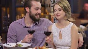 El parecer feliz y romántico almacen de metraje de vídeo