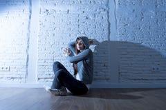 El parecer triste y asustado de la sensación de la muchacha del adolescente o de la mujer joven abrumado y presionado Imagen de archivo libre de regalías