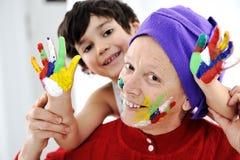 El Parenting con pequeño jugar del hijo Fotografía de archivo libre de regalías