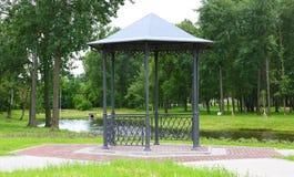 El parkland del gazebo fotografía de archivo libre de regalías