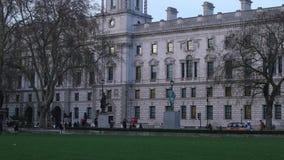 El parlamento ajusta en Londres metrajes
