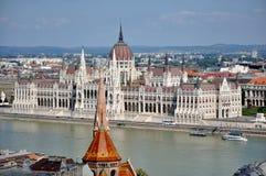 El parlamento contiene en Budapest imagen de archivo libre de regalías