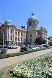 El parlamento de Belgrado imagenes de archivo