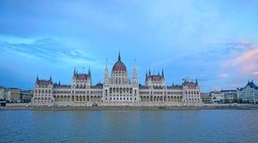 El parlamento de Budapest ajardina foto de archivo libre de regalías