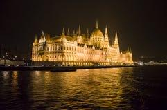 El parlamento de Budapest, Hungría en la noche Imagen de archivo libre de regalías