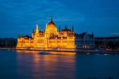 El parlamento de Budapest, opinión de la noche Foto de archivo libre de regalías