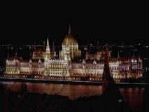 El parlamento de Hungría en la noche Foto de archivo libre de regalías