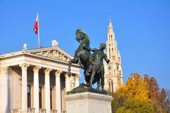 El parlamento de Viena y fuente de Athena Fotografía de archivo libre de regalías