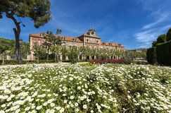 El parlamento del edificio de Cataluña dentro de Ciutadella parquea en Barcelona, España Fotografía de archivo