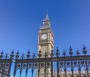El parlamento del reloj de la puerta fotografía de archivo