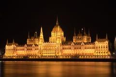 El parlamento en Budapest iluminó Fotografía de archivo libre de regalías