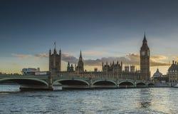El parlamento en la puesta del sol Imágenes de archivo libres de regalías