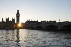El parlamento en la puesta del sol Fotos de archivo libres de regalías