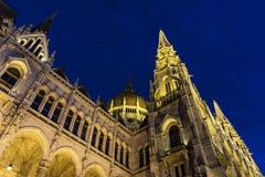 El parlamento húngaro en la hora azul, Budapest, Hungría Fotografía de archivo libre de regalías