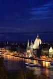 El parlamento húngaro en la noche Foto de archivo libre de regalías