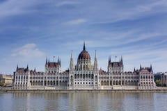 El parlamento y río húngaros Danubio Imagen de archivo