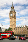 El parlamento y tráfico de Londres Fotografía de archivo