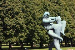 El parque único de la escultura es lifework del ` s de Gustav Vigeland con más de 200 esculturas en el bronce, granito y Foto de archivo libre de regalías