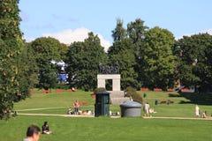 El parque único de la escultura es lifework del ` s de Gustav Vigeland con más de 200 esculturas en el bronce, granito y Foto de archivo