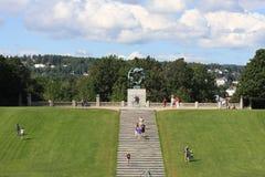 El parque único de la escultura es lifework del ` s de Gustav Vigeland con más de 200 esculturas en el bronce, granito y Imagen de archivo libre de regalías