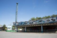 El parque de atracciones, arquitectura moderna Imagen de archivo libre de regalías