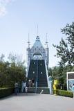 El parque de atracciones, arquitectura moderna Imagenes de archivo