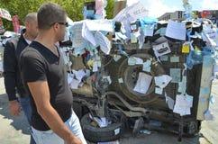 El parque de Gezi protesta los vehículos dañados, los deseos de los artículos y la petición Imagen de archivo