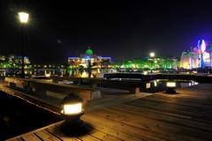 El parque de la ciudad en la noche foto de archivo libre de regalías