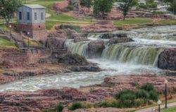 El parque de las caídas es una atracción turística importante en Sioux Falls, Dakota del Sur durante todas las estaciones imagen de archivo libre de regalías