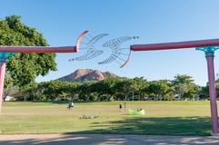 El parque del filamento, Townsville con la colina del castillo Foto de archivo libre de regalías
