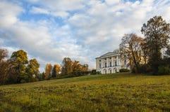 El parque del paisaje en Pavlovsk El amanecer frío Imágenes de archivo libres de regalías