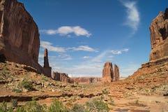 El parque nacional de los arcos contra el cielo azul foto de archivo libre de regalías