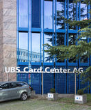El parquear en la oficina centro AG de la tarjeta de UBS fotos de archivo