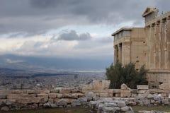 El Parthenon en la acrópolis alta sobre Atenas Imágenes de archivo libres de regalías