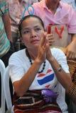 El partidario atiende a una reunión de la elección en Bangkok Imagen de archivo libre de regalías