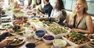 El partido de la comida de la comida celebra concepto del evento del restaurante del café fotografía de archivo