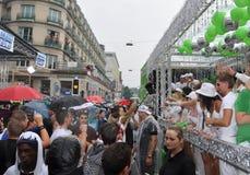 El partido debe encenderse: Ravers en el amor Mobil y en la calle fotografía de archivo