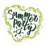 El partido del verano que pon?a letras a la caligraf?a manuscrita, cepillo pint? letras con el estampado de flores Texto inspirad stock de ilustración