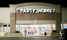 El partido trabaja escaparate en la noche Foto de archivo libre de regalías
