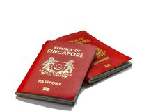 El pasaporte de Singapur se alinea el pasaporte más potente del mundo con visa-libre o visa en el acceso de la llegada a 189 país foto de archivo libre de regalías