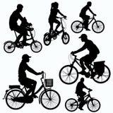El paseo de la bicicleta siluetea vector ilustración del vector