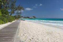 El paseo marítimo en Hastings oscila Barbados Fotos de archivo libres de regalías