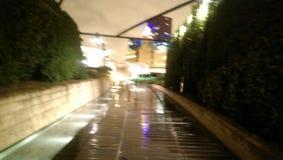 El paseo mojado foto de archivo
