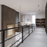 El pasillo con las verjas de cristal en la segunda planta, llevando a una zona de recreo y a una biblioteca Apartamento a dos car libre illustration