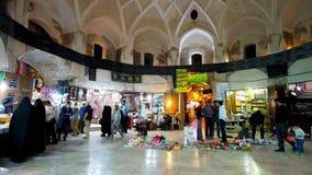 El pasillo cuadrado de Ganjali Khan Grand Bazaar en Kermán, Irán metrajes