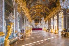 El pasillo de espejos en el palacio de Versalles imagen de archivo libre de regalías