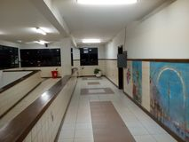 El pasillo desconocido de la escuela secundaria foto de archivo