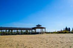 El pasillo en la playa arenosa Fotografía de archivo