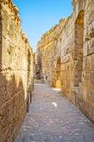 El pasillo estrecho del anfiteatro del EL Jem imágenes de archivo libres de regalías