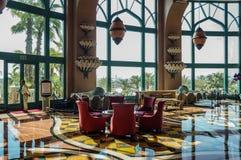 El pasillo interior de lujo del hotel foto de archivo